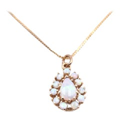 14 Karat Yellow Gold Vintage Opal Pendant Necklace