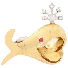 14 Karat Yellow Gold Whale Brooch