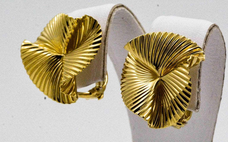 14 Karat Yellow Swirl Clip Back Earrings For Sale 1