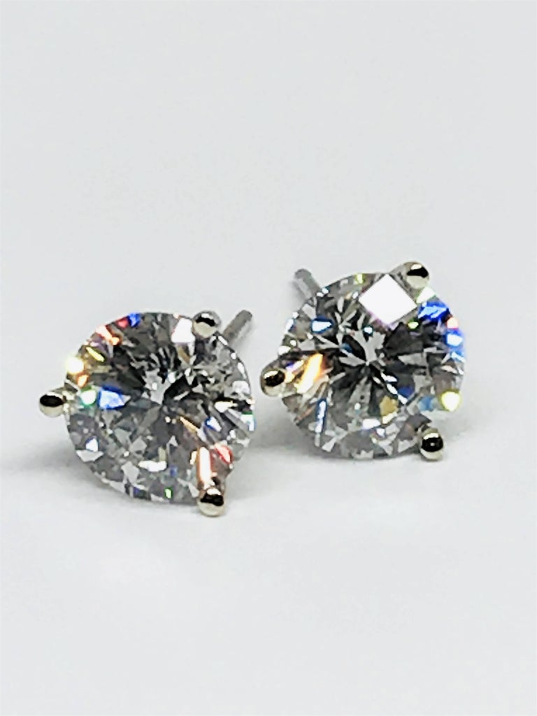 diamond in front stud side martini three earrings round prong