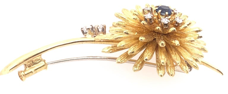 14 Karat Yellow Gold Brooch Pin Center Sapphire and Surrounding Diamonds In Good Condition For Sale In Stamford, CT