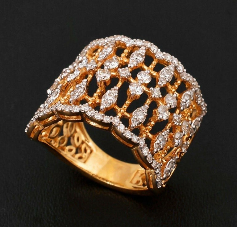 1.40 Carat Diamond 18 Karat Gold Lace Ring In New Condition For Sale In Hoffman Estate, IL