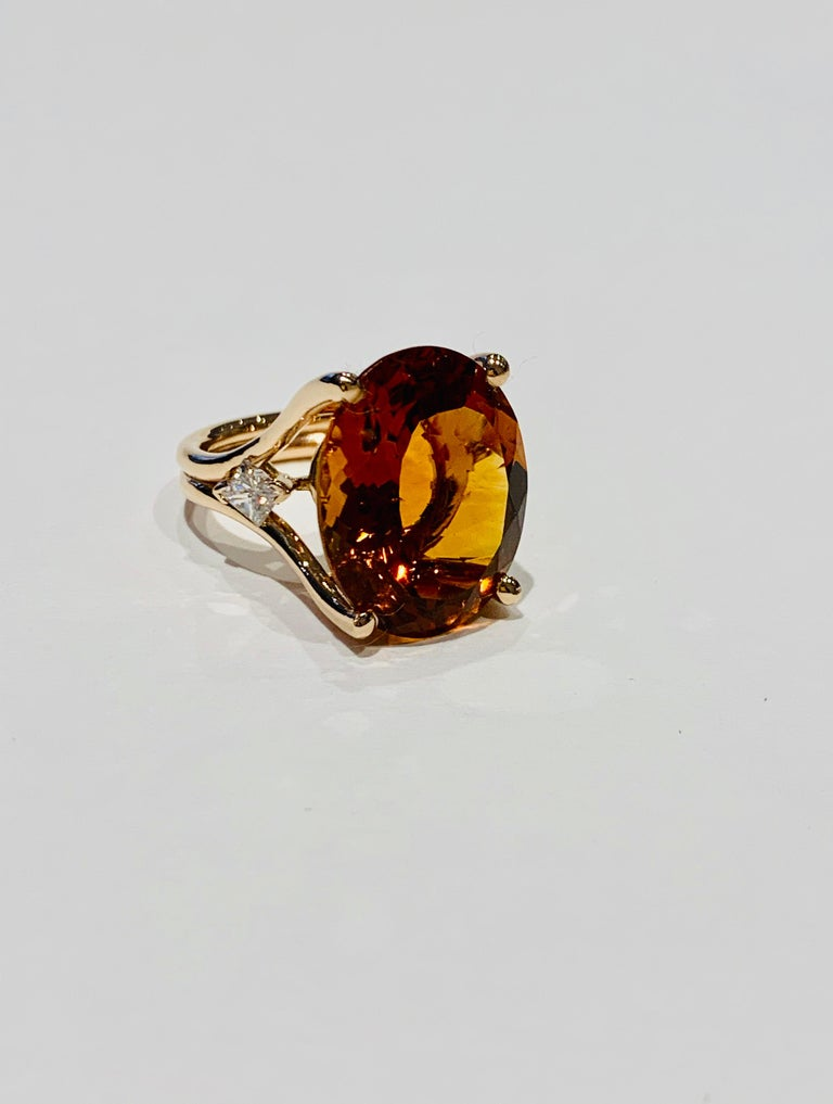 14.00 ct Oval Madeira Citrine Set with Princess Cut Diamonds in 18ct White Gold In New Condition For Sale In Chislehurst, Kent