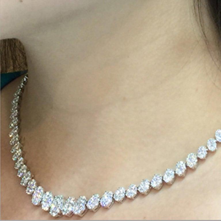 14.14 Carat Diamond Necklace in 18 Karat White Gold For Sale 1