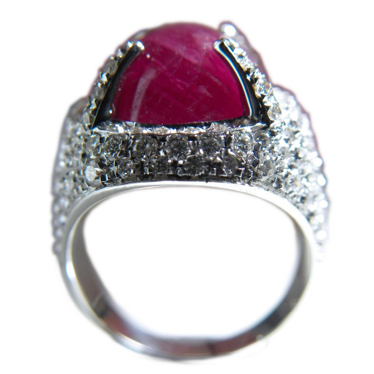 Berca 14.20 Carat Natural Ruby Oval Cabochon White Diamond Cocktail Ring For Sale 3