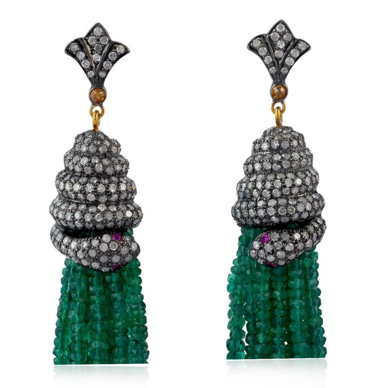 Contemporary 143.75 Carat Emerald Diamond Tassel Snake Earrings For Sale