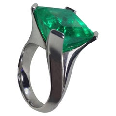 14.39 Carat Natural Colombian Emerald White Gold Cocktail Ring