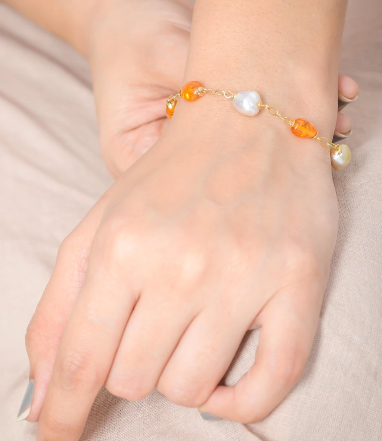 14.50 Carat Mandarin Garnet South Sea Pearl 18 Karat Yellow Gold Bracelet In New Condition For Sale In Jaipur, Jaipur