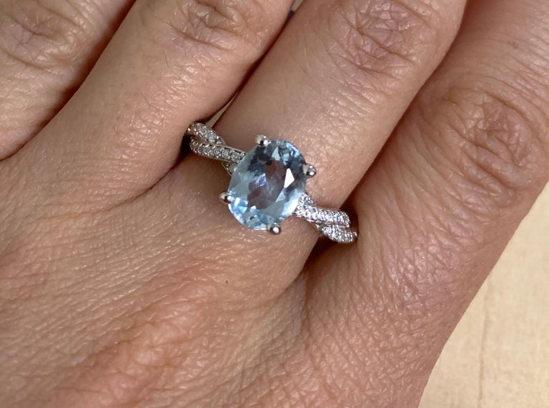 Contemporary 1.47 Carat Aquamarine and Diamond Ring For Sale