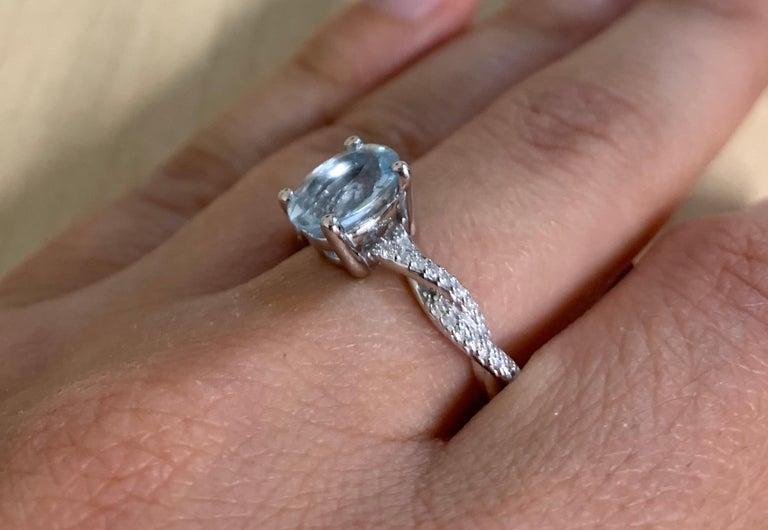 Oval Cut 1.47 Carat Aquamarine and Diamond Ring For Sale