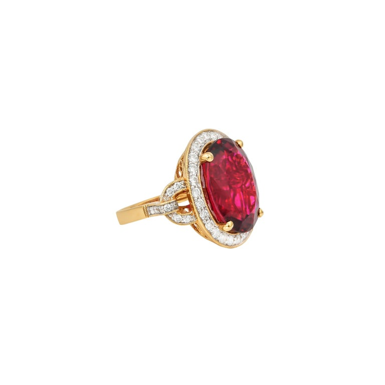 Contemporary 14.95 Carat Oval Shaped Rubelite Ring in 18 Karat Yellow Gold with Diamonds For Sale