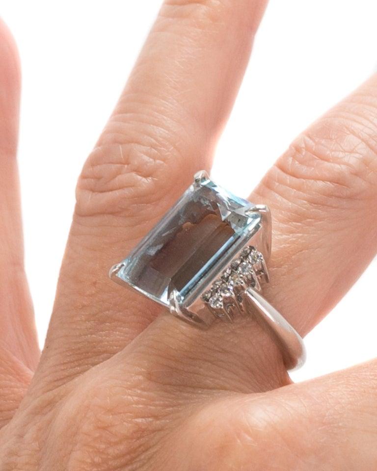 14.96 Carat Aquamarine and Diamond Platinum Ring For Sale 4