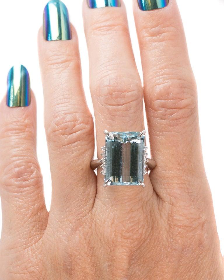 14.96 Carat Aquamarine and Diamond Platinum Ring For Sale 5