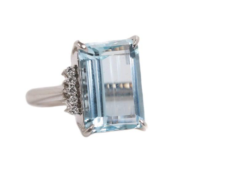 Modern 14.96 Carat Aquamarine and Diamond Platinum Ring For Sale