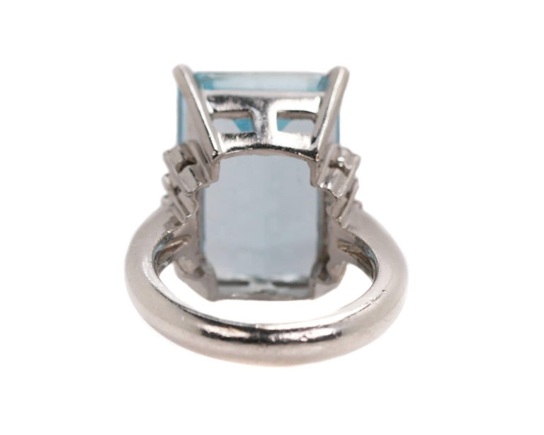 14.96 Carat Aquamarine and Diamond Platinum Ring In Good Condition For Sale In New York, NY