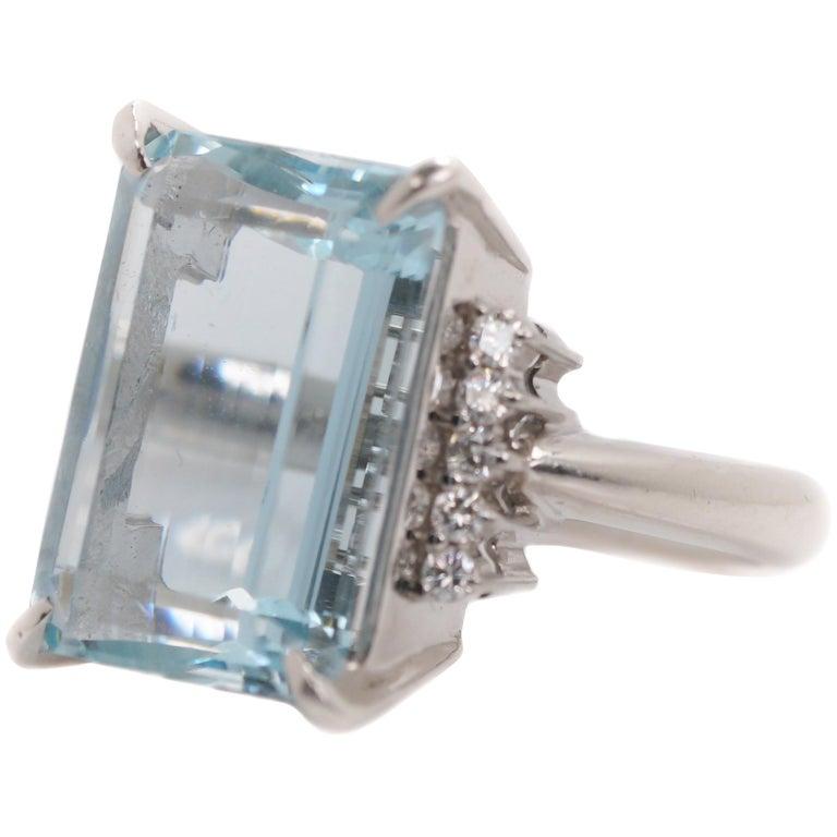 14.96 Carat Aquamarine and Diamond Platinum Ring For Sale