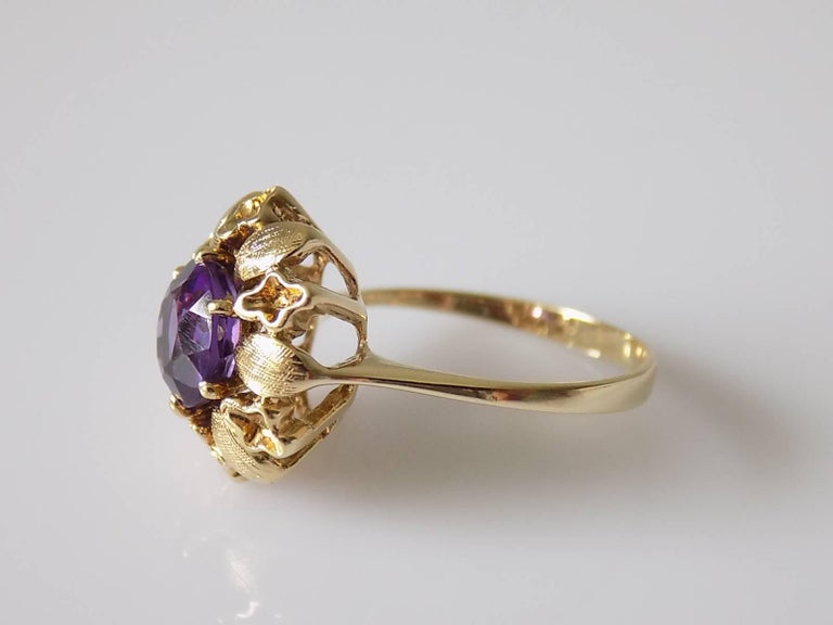 14 Karat Amethyst Gold Solitaire Flower Ring In Excellent Condition For Sale In Boston, Lincolnshire