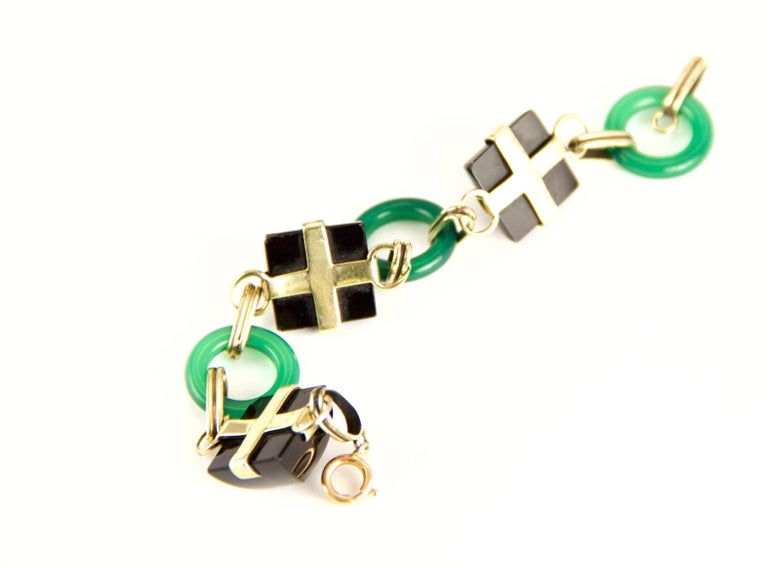 14 Karat Chrysoprase and Onyx Art Deco Bracelet In Excellent Condition For Sale In Roxbury, CT