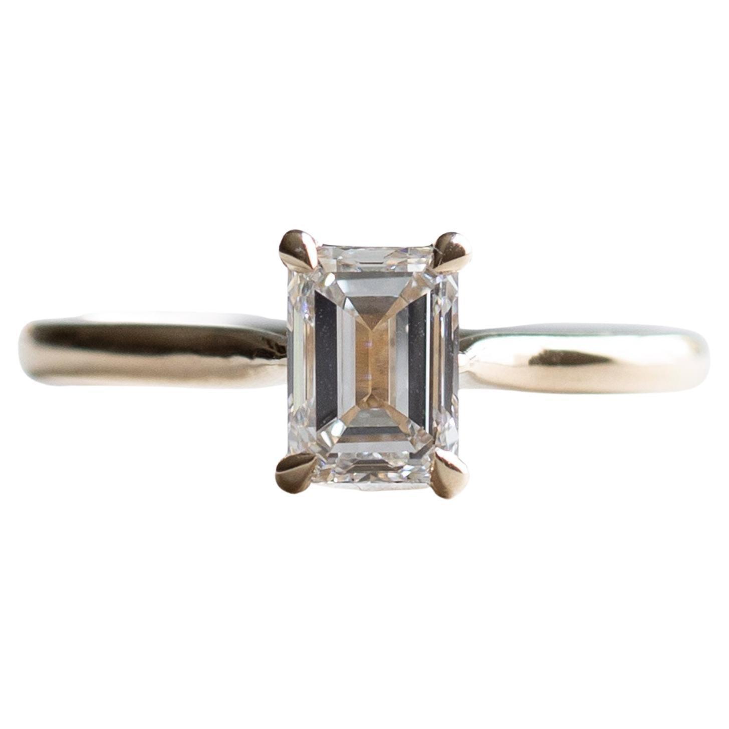 14K Gold 1 Carat VS1 Color D Diamond Emerald Cut Engagement Ring