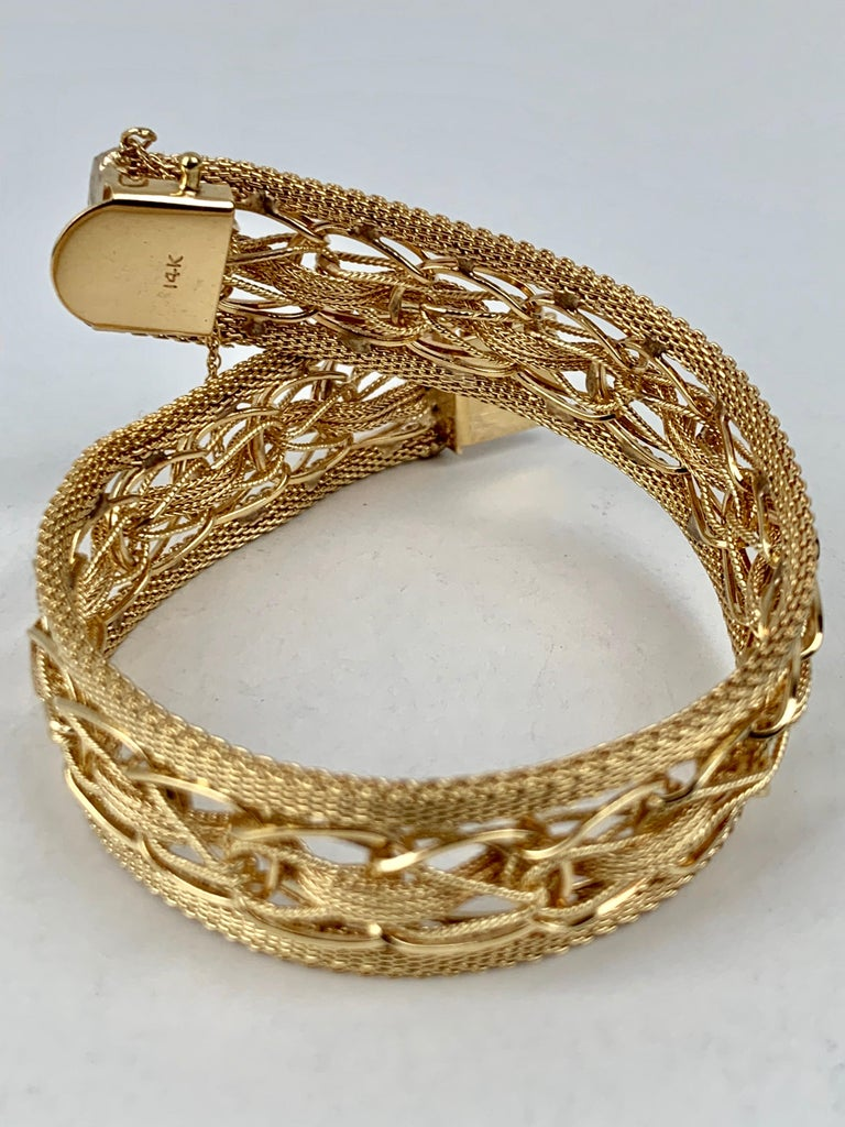 Mesh Bracelet-Finely Woven 14k Yellow Gold-1950s In Good Condition For Sale In West Palm Beach, FL