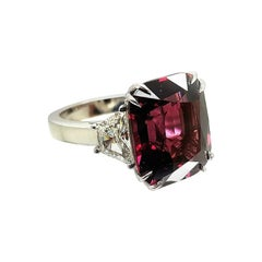 14k Gold Ring with Nice Cushion of Rhodolite Garnet and Two Trapezoid Side Diamo