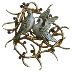 14 Karat Gold and Sapphire Vintage Brooch of Enameled Pair of Turtle Dove Birds