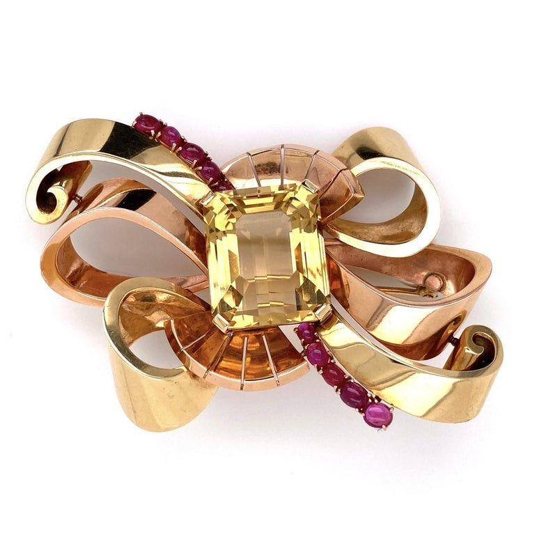 Cabochon 14 Karat Retro Green and Rose Gold Brooch with 49 Carat Citrine and Rubies 41.6g For Sale