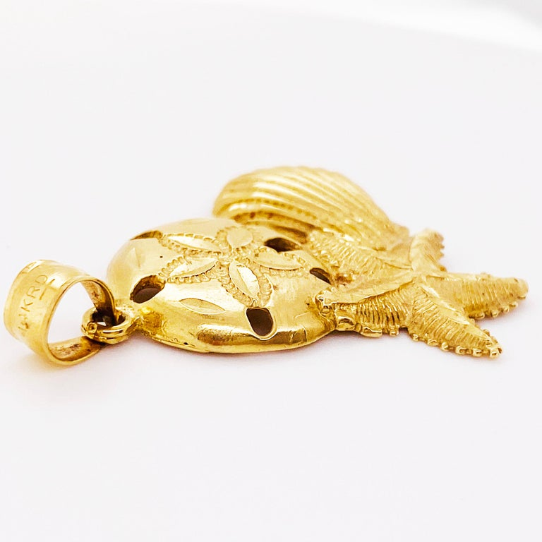 14 Karat Shell Pendant with Beach Design, 14 Karat Gold with Bail, 14 Karat Gold In New Condition For Sale In Austin, TX