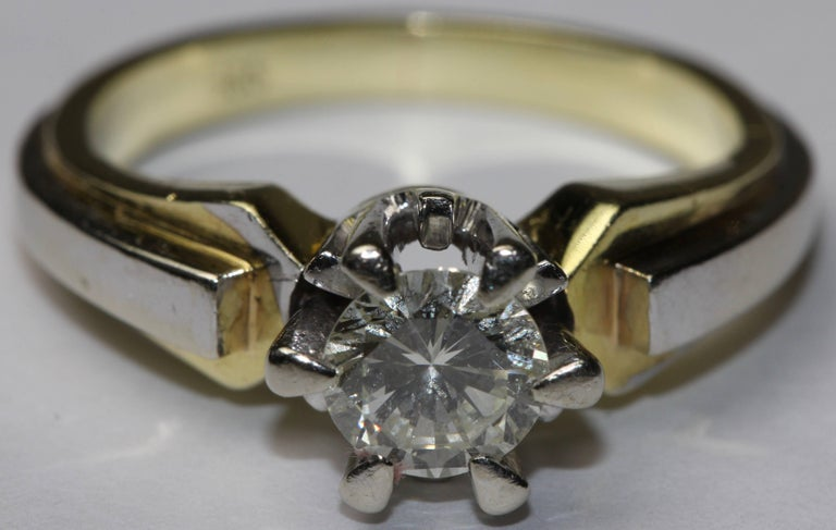 Round Cut 14K solitaire diamond ring approx. 0.82 carat VVS, F, white For Sale