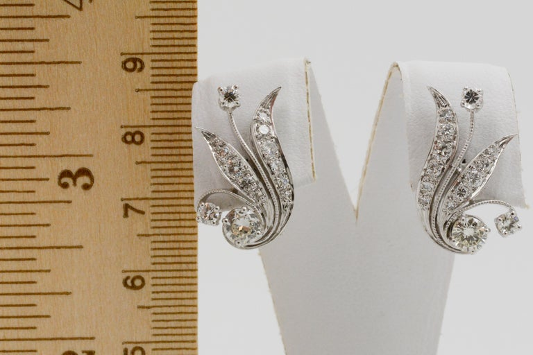 14 Karat White Gold and Diamond Leaf Earrings In Good Condition For Sale In Dallas, TX