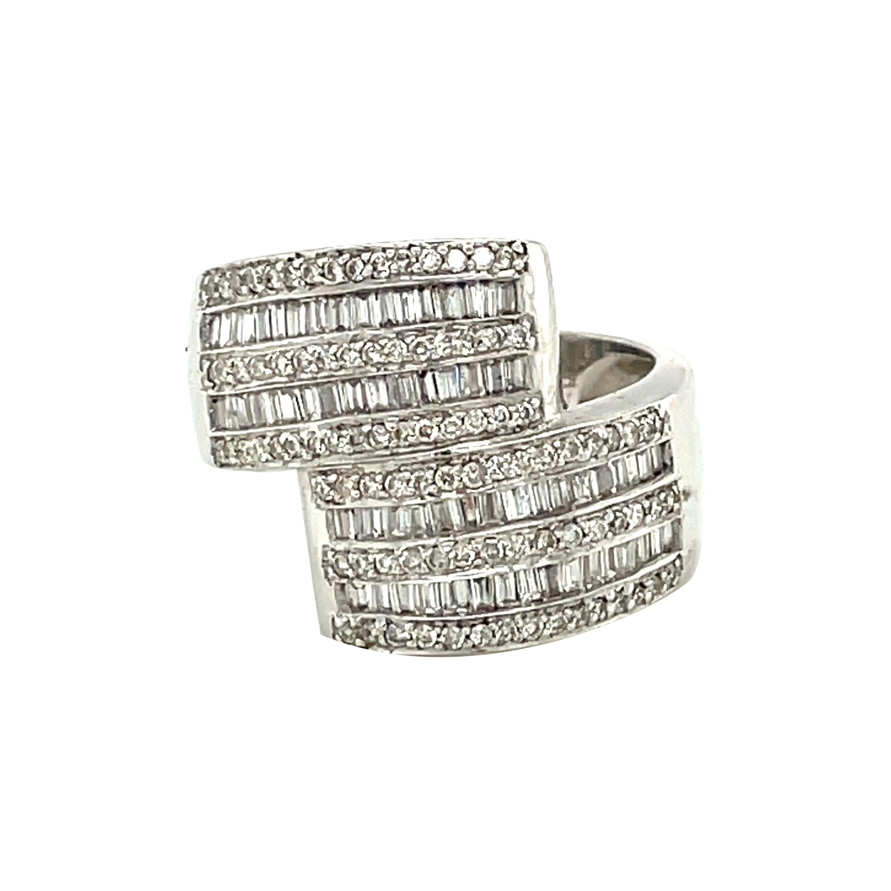 14k White Gold Baguette and Round Cut Diamond Ring