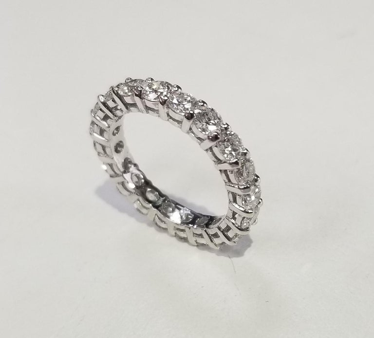14k white gold diamond eternity ring with shared prongs Specifications:     diamonds: 20 PCS ROUND CUT DIAMONDS     carat total weight: APPROX 2.50 CT.     color: G     clarity: VS2     metal: GOLD     type: WEDDING BAND ring     weight:  2.8 Grams