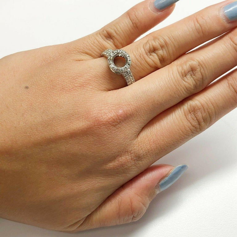 14 Karat White Gold Diamond Halo Ring In Excellent Condition For Sale In Los Angeles, CA