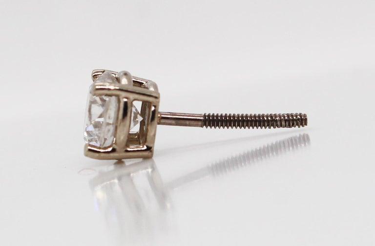 14 Karat White Gold Diamond Stud Earrings In Good Condition For Sale In Lexington, KY