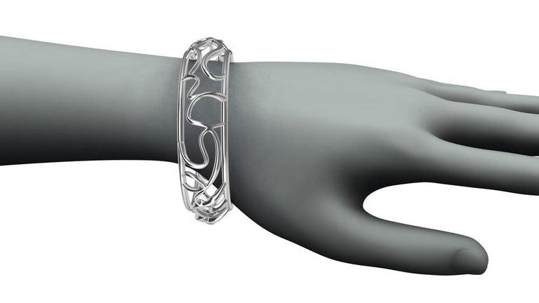 14 Karat White Gold Oceans Bracelet In New Condition For Sale In New York, NY