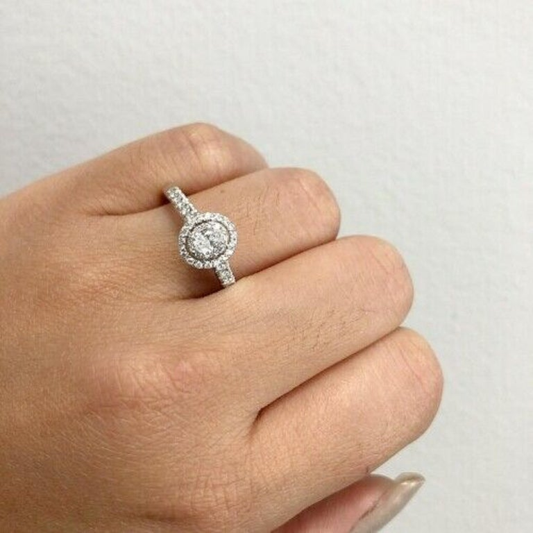 14 Karat White Gold Oval Diamond Halo Ring In New Condition For Sale In Los Angeles, CA