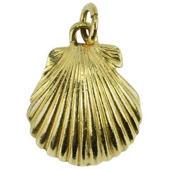 14 Karat Yellow Gold Clam Shell Charm Pendant