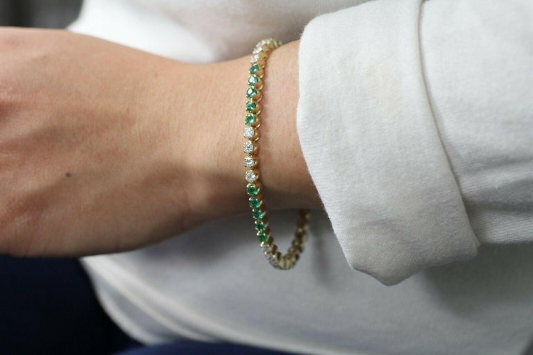 14 Karat Gold Custom Made Bracelet with Very Clean Emeralds and Round Diamonds In Excellent Condition For Sale In Los Angeles, CA