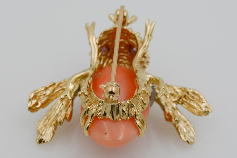 14 Karat Yellow Gold Diamond and Coral Bee Pin For Sale 5