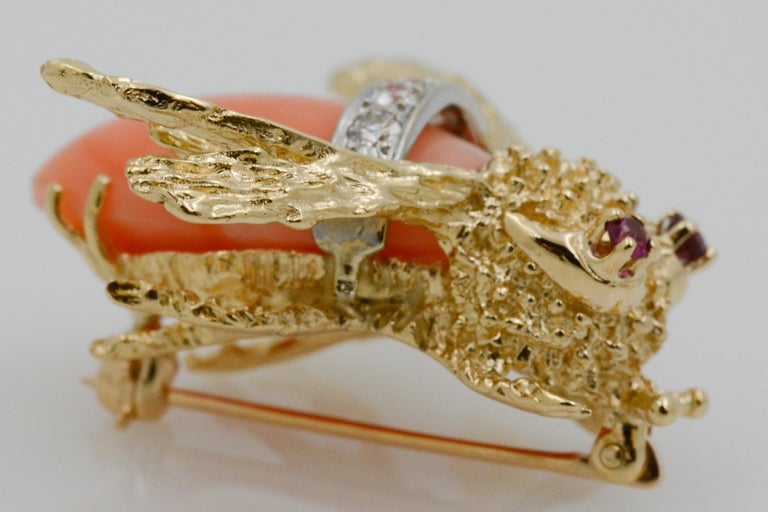 Women's 14 Karat Yellow Gold Diamond and Coral Bee Pin For Sale