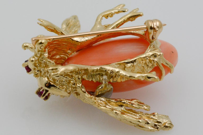 14 Karat Yellow Gold Diamond and Coral Bee Pin For Sale 4