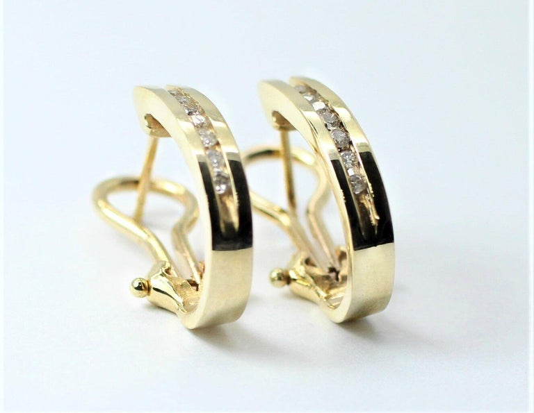 Item description Clarity: I1. This is a pre-owned 14k yellow gold huggie style earrings. It is lined up with 0.30ctw round diamonds that are independently appraised to be H in color and I1 in clarity.