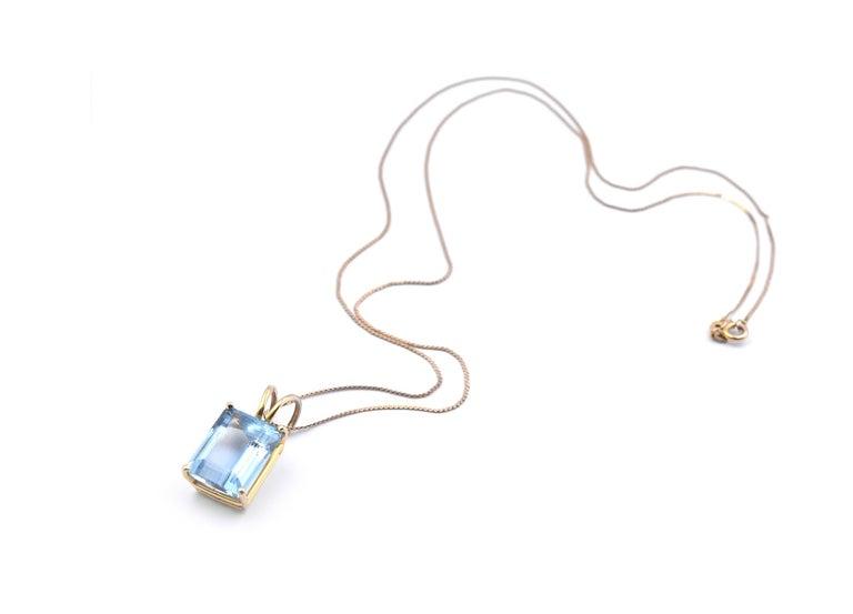 14 Karat Yellow Gold Emerald Cut 9.63 Carat Aquamarine Pendant Necklace In Excellent Condition For Sale In Scottsdale, AZ