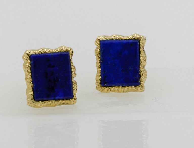 Cushion Cut 14 Karat Yellow Gold Framed and Textured Rectangle Lapis Lazuli Dress Suite For Sale