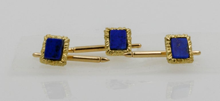 14 Karat Yellow Gold Framed and Textured Rectangle Lapis Lazuli Dress Suite In Excellent Condition For Sale In Dallas, TX