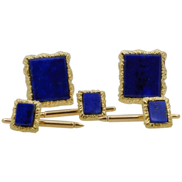 14 Karat Yellow Gold Framed and Textured Rectangle Lapis Lazuli Dress Suite For Sale