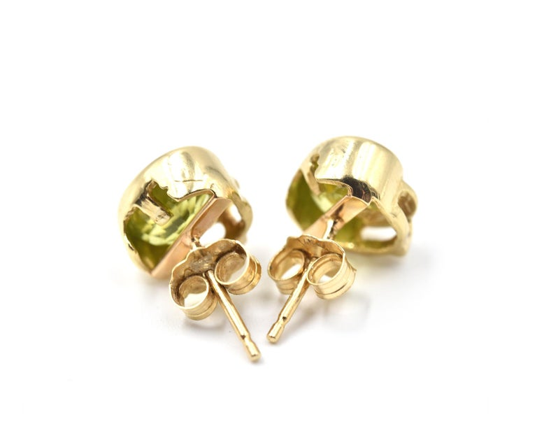 14 Karat Yellow Gold Peridot Stud Earrings In Excellent Condition For Sale In Scottsdale, AZ