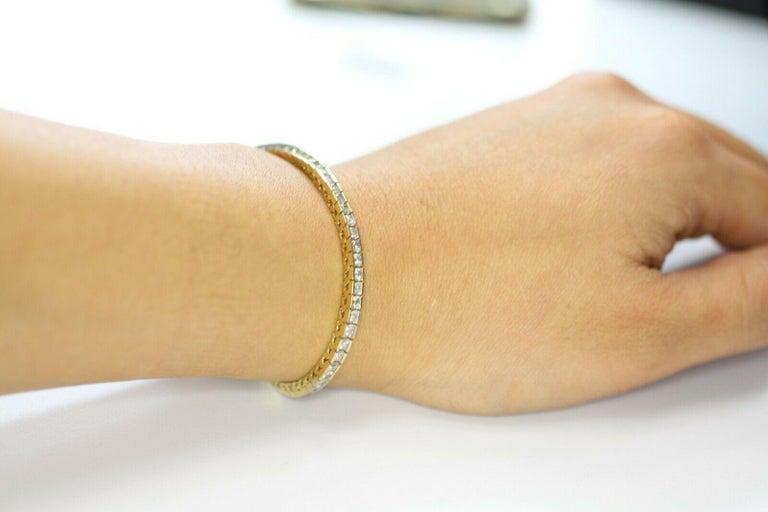 Round Cut 14 Karat Yellow Gold Tennis Bracelet 2.10 Carat Total Weight For Sale