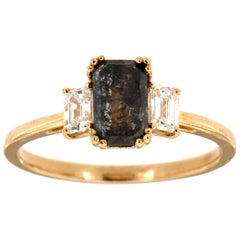 14K Yellow Gold Three-Stone Emerald Salt & Pepper Diamond Ring Center:0.88 Carat