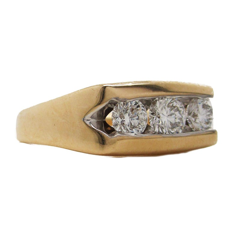 14 Karat Yellow Gold Three-Stone Leo Diamond Ring In Excellent Condition For Sale In Lexington, KY